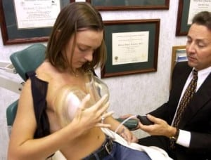 how to hold up breast pump